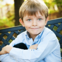 Un jeune garçon dans la nature