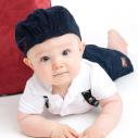 Bébé découvrant son environnement