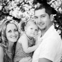 Famille à l'extérieur en noir et blanc 2