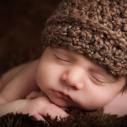 Gros plan d'un bébé ayant les yeux fermés