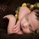 Plan rapproché d'un bébé ayant les yeux fermé